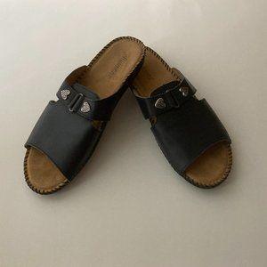 Auditions Black Leather Flat Sandal 8.5M